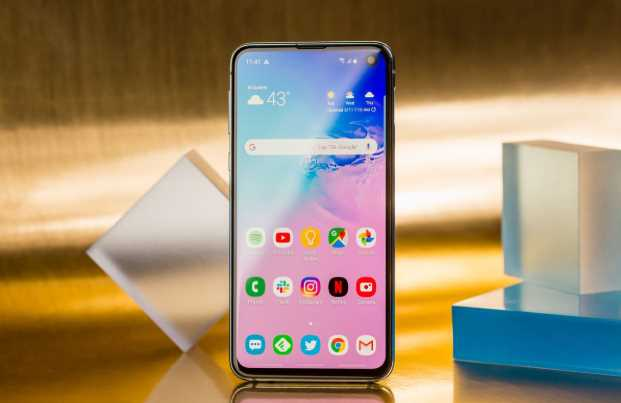 samsung galaxy s10e source : mashable.com